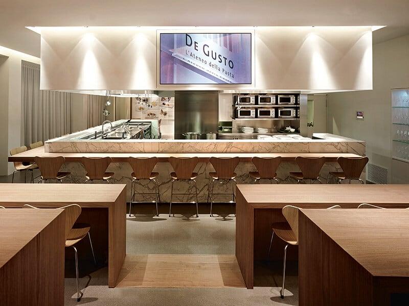Cucina, sala degustazione, scuola, luogo di incontro e di cultura culinaria