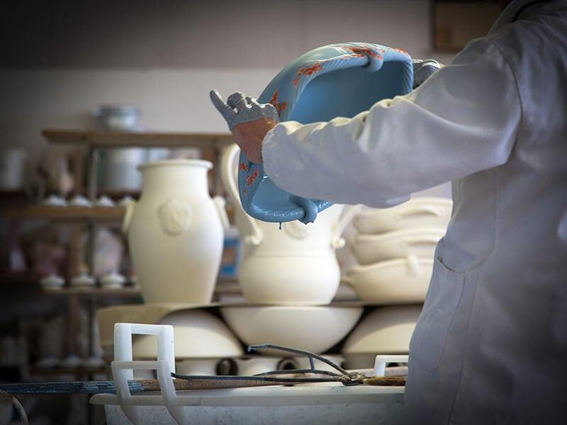 Lavorazione di manufatti in ceramica