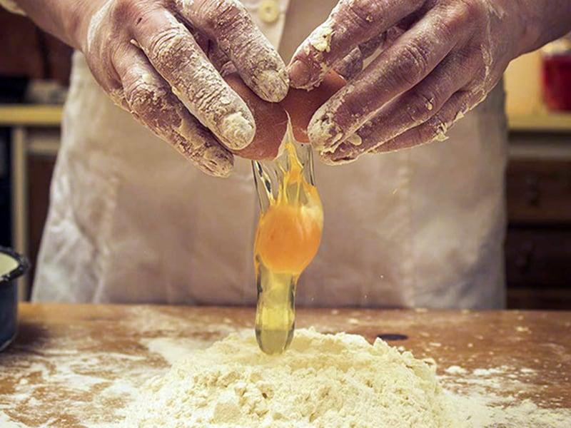 Lavorazione artigianale pasta all'uovo