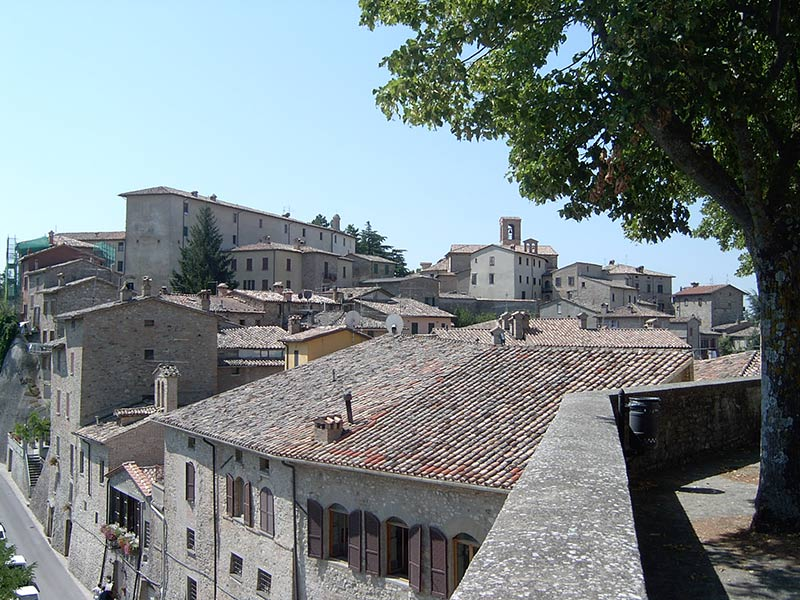 Piazzale di San Francesco, Montone