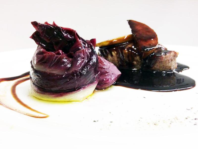 Medaglione di manzo aceto balsamico e miele radicchio brasato